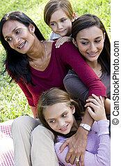 modernos, multicultural, família, feliz