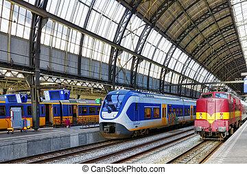 modernos, trem passageiro, em, a, station.