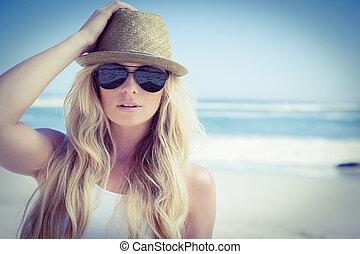 modieus, blonde, kijken naar van fototoestel, op
