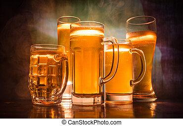 modifié tonalité, pays, concept., soutien, brouillé, lunettes bière, créatif, sombre, drapeau, fond, table, brumeux, belgium., ton, vue