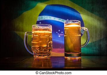 modifié tonalité, pays, concept., soutien, brouillé, lunettes bière, créatif, sombre, drapeau, fond, table, brumeux, brazil., ton, vue
