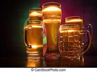 modifié tonalité, soutien, pays, concept., bière, portugal., lunettes, créatif, sombre, drapeau, fond, table, brumeux, brouillé, ton, vue