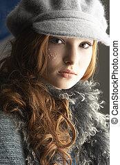 modisch, teenagermädchen, tragen, kappe, und, strickwaren, in, studio