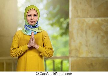 modlący się, uśmiechnięta kobieta, asian, muslim