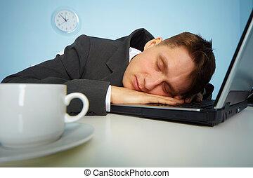 moe, man slapend, op, een, aantekenboekje