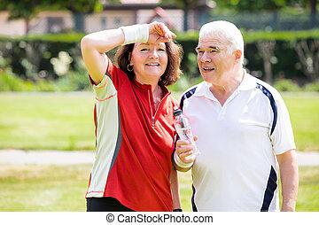 moe, paar, holdingsfles, in park