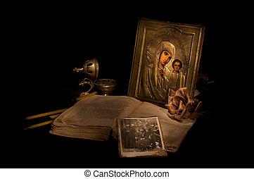 moeder, (church, oud, utensils), kerk, kaarsjes, boek, ...