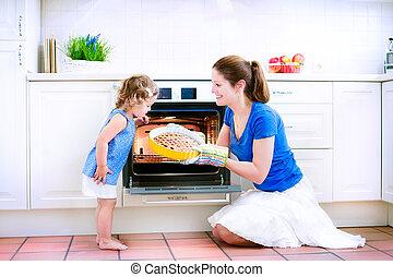 moeder en baby, dochter, bakken, een, pastei
