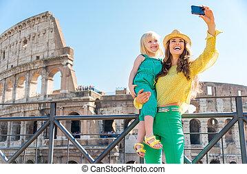moeder en dochter, boeiend, een, selfie, op, het colosseum,...