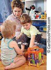 moeder, en, twee kinderen, in, speelkamer