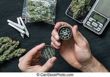 moedor, cannabis, marijuana, moer, número, grande, conjunto, contra, fundo, mãos, fresco, bads, homem