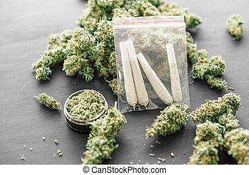 moedor, rolado, marijuana, erva daninha, conjunto, jamb, mãos, homem