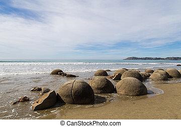 Moeraki Boulders in New Zealand - Photograph of the Moeraki...