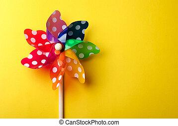 moinho de vento, brinquedo, isolado, ligado, fundo amarelo
