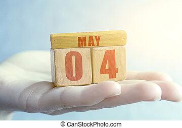 mois, jour, paume, fait main, bois, mois, mai, cube, 4, femme, concept, date, printemps, 4th., année