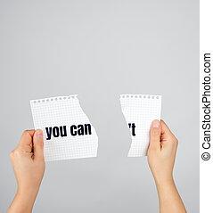 moitié, déchiré, deux, papier, tenant mains