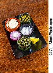 molho tártaro, separado, ingredientes, maionese, sal, gherkins, alcaparras, cebola, lemon.