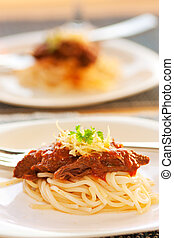 molho tomate, espaguete, carne