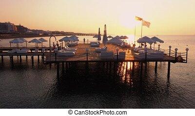 molo, podczas, sunset., turecka bandera