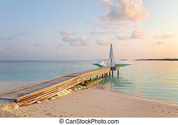 molo, pojęcie, maldives., drewniany, wyspa, molo, tropikalny, uciekanie się, rano, spędza urlop, wcześnie, turystyka