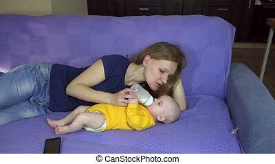 mom feed baby milk bottle