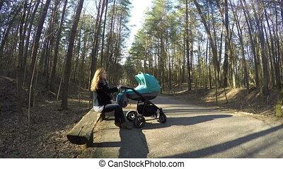 mom sit bench child buggy