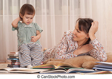 mom with daughter and books