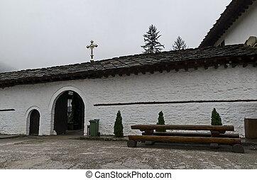monasterio, ser, originally, tiene, presente, forma, era, fundado, 1830-1865, entrada, restaurado, troyan, su, 1600