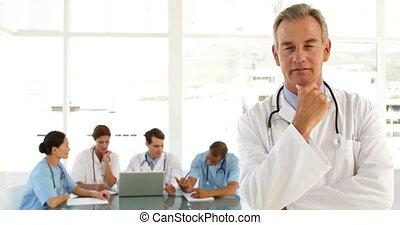 mondige arts, kijken naar, personeel