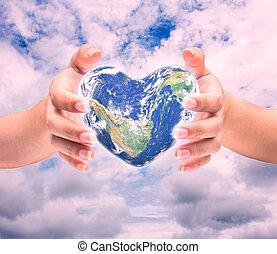 mondo, in, forma cuore, con, sopra, donne, mani umane, su, sfocato, naturale, background:, mondo, salute cuore, giorno, di, questo, immagine, ammobiliato, vicino, nasa