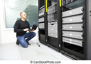 moniteurs, datacenter, serveurs, il conseiller