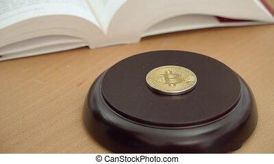 monnaie, crypto, droit, bitcoin, concept, 4k, marteau, résolution, legalization, monnaie, frappant