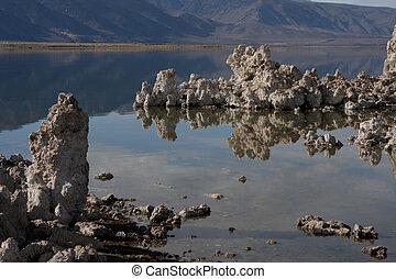 Mono Lake and tufa towers, Mono County, California, USA