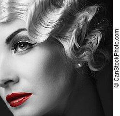 monocromo, retrato, de, elegante, rubio, retro, mujer, con, hermoso, peinado, y, lápiz labial rojo