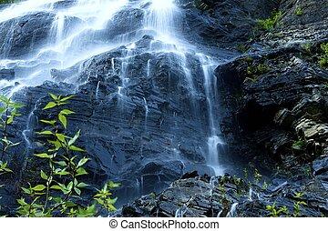 montaña, cascadas