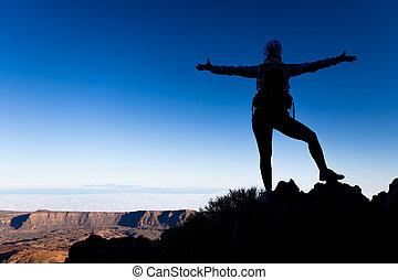 montaña, concepto, silueta, éxito, cima, mujer