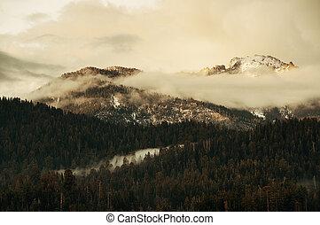 montaña, en, ocaso
