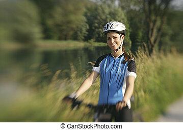 montaña, entrenamiento, ciclismo de mujer, parque, joven, ...