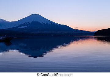 montaña, fuji, en, ocaso
