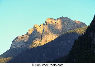 montaña, macizo, en, ocaso, light.