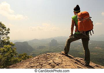 Montaña, mujer, excursionismo, joven, mochilero, pico,...