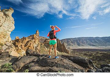 montaña, mujer, excursionista, mochilero, cima, aventura, alcanzado