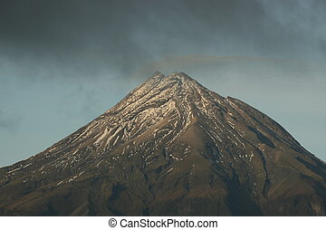 montaña, nublado