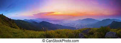 montaña, ocaso, en, un, día de verano, en, valle