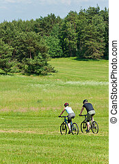 montaña, pareja, soleado, cuesta abajo, deporte, biking, praderas
