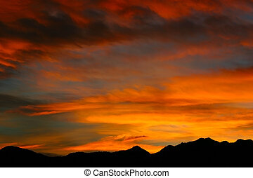 montaña rocosa, salida del sol