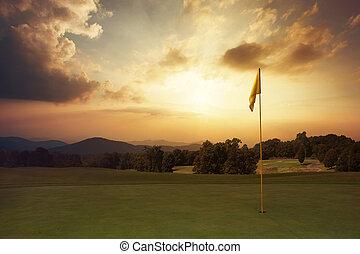 montaña, salida del sol, en, el, campo de golf