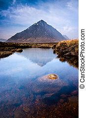 montaña, tierras altas, paisaje de río, escocés