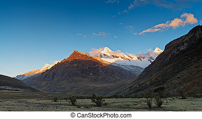 montaña, viaje dificultoso, perú, cruz, santa