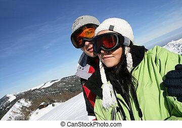 montañas, ambulante, pareja, nevoso